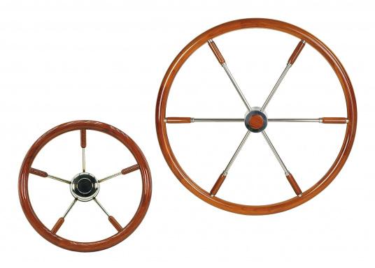 Diese aufwendig gearbeiteten Edelstahl-Steuerräder mit Edelholzring sind ein Schmuckstück für jeden Fahrstand! Lieferbar in verschiedenen Größen mit Mahagony-Ring (Ø 40 cm) oder Teak-Ring (Ø 50 / 60 / 70 / 80 cm).