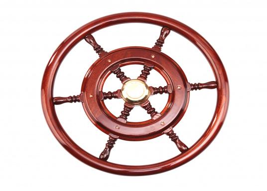 Funktionell und schick, nicht nur für traditionelle Schiffe! Die Mahagoni-Steuerräder werden mit Mehrfachlackierung geliefert und sind hochglanzpoliert.Lieferbar in verschiedenen Durchmessern und mit oder ohne umlaufendem Holzring. (Bild 4 von 5)