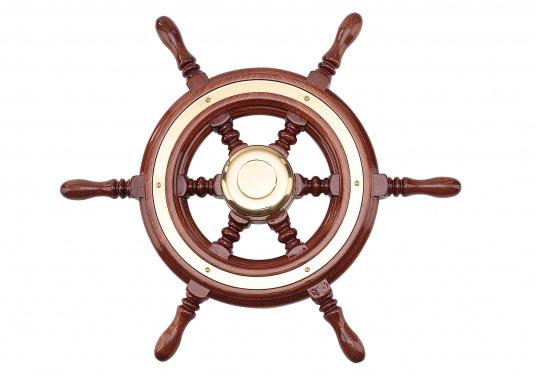 Funktionell und schick, nicht nur für traditionelle Schiffe! Die Mahagoni-Steuerräder werden mit Mehrfachlackierung geliefert und sind hochglanzpoliert.Lieferbar in verschiedenen Durchmessern und mit oder ohne umlaufendem Holzring.