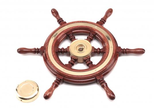 Funktionell und schick, nicht nur für traditionelle Schiffe! Die Mahagoni-Steuerräder werden mit Mehrfachlackierung geliefert und sind hochglanzpoliert.Lieferbar in verschiedenen Durchmessern und mit oder ohne umlaufendem Holzring. (Bild 2 von 5)