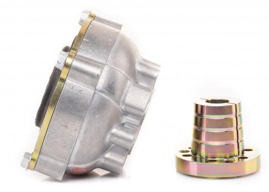 Diese Kupplung bietet einen entscheidenden Vorteil: Mit dieser Kupplung lassen sich Fluchtungsfehler des Motors zur Propellerwelle von bis zu 2° ausgleichen. Erhältlich in verschiedenen Ausführungen.  (Bild 2 von 8)