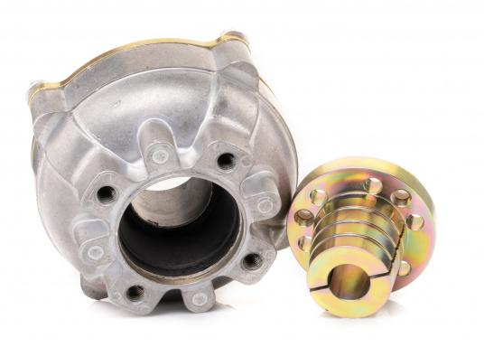 Diese Kupplung bietet einen entscheidenden Vorteil: Mit dieser Kupplung lassen sich Fluchtungsfehler des Motors zur Propellerwelle von bis zu 2° ausgleichen. Erhältlich in verschiedenen Ausführungen.  (Bild 3 von 8)