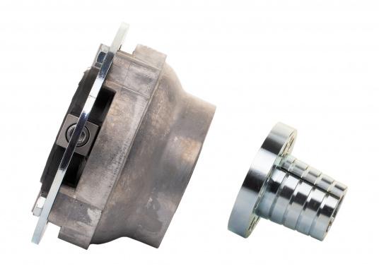 Diese Kupplung bietet einen entscheidenden Vorteil: Mit dieser Kupplung lassen sich Fluchtungsfehler des Motors zur Propellerwelle von bis zu 2° ausgleichen. Erhältlich in verschiedenen Ausführungen.  (Bild 7 von 8)