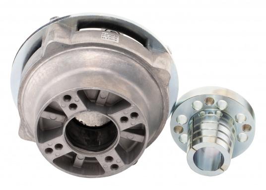 Diese Kupplung bietet einen entscheidenden Vorteil: Mit dieser Kupplung lassen sich Fluchtungsfehler des Motors zur Propellerwelle von bis zu 2° ausgleichen. Erhältlich in verschiedenen Ausführungen.  (Bild 8 von 8)