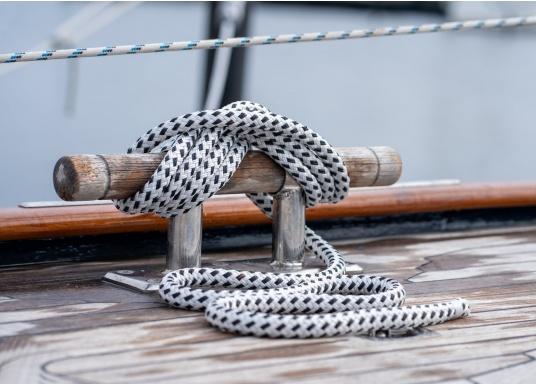 Amarre ayant la meilleure maniabilité et la plus haute performance. BAVARIA est une amarre en polyester double tresse. Particulièrement maniable et résistante aux intempéries et à l'abrasion.   (Image 4 de 4)