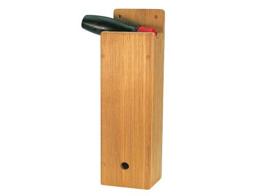Dieser Windenkurbelhalter aus hochwertigem Teakholz sieht edel aus und trotzt jeder Witterung.Abmessungen (BxTxH): 8,5 x 7 x 34 cm.